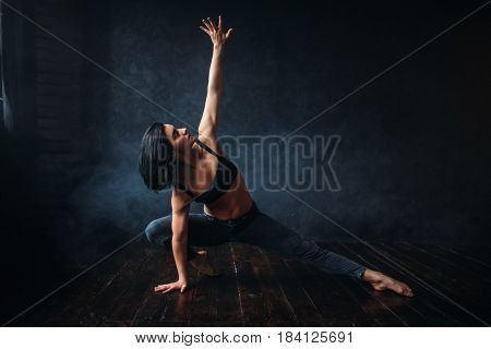 Contemp dancing female performer in dance class