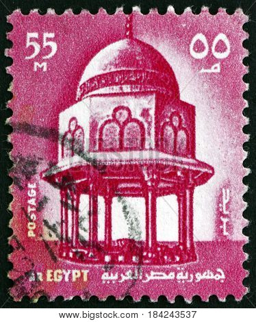 EGYPT - CIRCA 1972: a stamp printed in Egypt shows Well in the Sultan Hassan Mosque in Cairo circa 1967