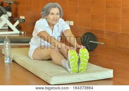 Elderly in sportswear practice sports in the gym