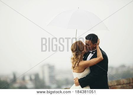 View at yung newlywed couple at outdoors ceremony