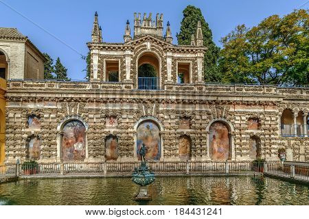 Pond of Mercury (Estanque de Mercurio) in Alcazar of Seville Spain