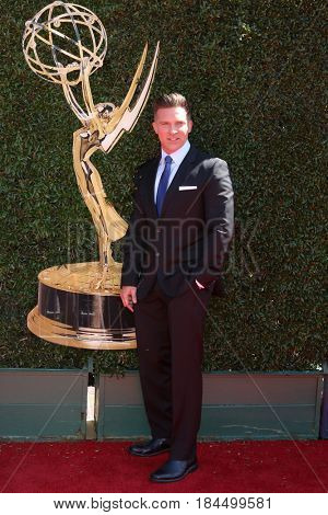 LOS ANGELES - APR 30:  Steve Burton at the 44th Daytime Emmy Awards - Arrivals at the Pasadena Civic Auditorium on April 30, 2017 in Pasadena, CA