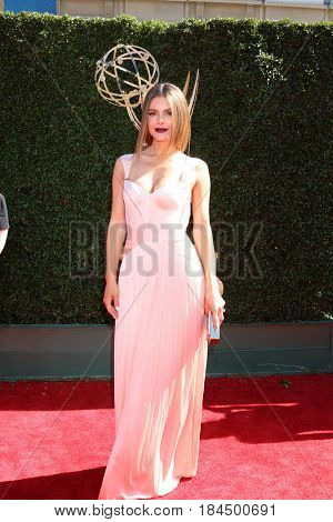 LOS ANGELES - APR 30:  Maria Menounos at the 44th Daytime Emmy Awards - Arrivals at the Pasadena Civic Auditorium on April 30, 2017 in Pasadena, CA