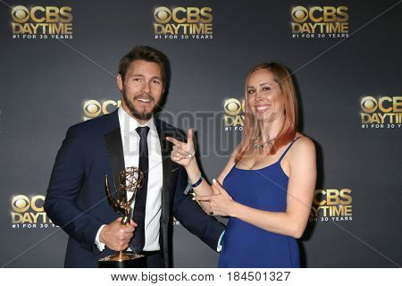 LOS ANGELES - APR 30:  Scott Clifton, Nicole Lampson at the CBS Daytime Emmy After Party at the Pasadena Conferene Center on April 30, 2017 in Pasadena, CA