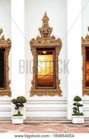 Traditional Thai architecture : Wat Poe window