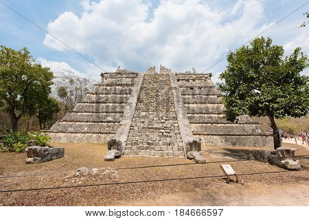 El Osario o Tumba del Gran Sacerdote. Archaeological Site of the Ancient Mayan Ruins, Chichen Itza, Yucatan, Mexico
