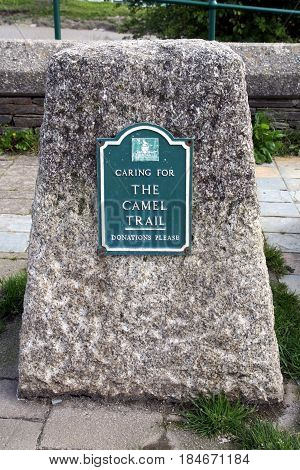 Wadebridge, Cornwall, Uk - April 6 2017: Stone Marker With Plaque Showing The Route Of The Camel Tra