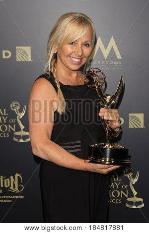 PASADENA - APR 28: Linda Osgood, Outstanding Hairstyling for a Drama Series, General Hospital at the 44th Daytime Creative Arts Emmy Awards Gala, Pasadena Civic Center on April 28, 2017 - Pasadena, CA