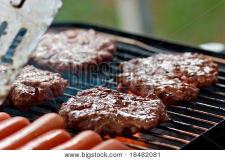 Grillen, Burger und Hot dogs