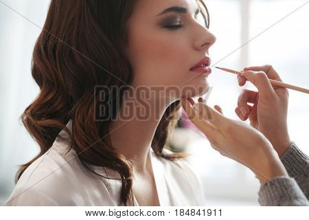 Beauty and makeup. Visagiste at work