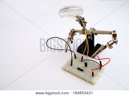 Robot for the coupling of wires on the board