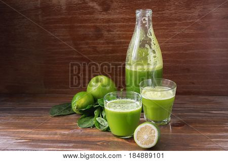 Green fresh pressed juice detox Apple lime and spinach in a glass container. Healthy lifestyle proper nutrition. A dark background and copy space. Selective focus. Toning