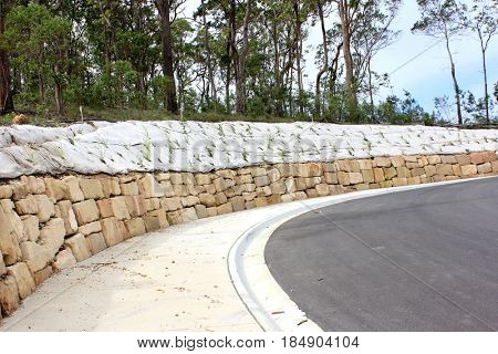 Sandstone retaining wall with erosion prevention cloth