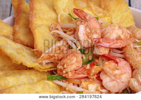 Popular Thai Recipe,pad Thai With Prawn And Crisy Wonton ,bean Sprouts Call Pad Tai Keaw Krob Kung S