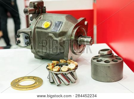 Inside Part Piston And Slipper Of High Pressure Hydraulic Pump For Industrial On Table