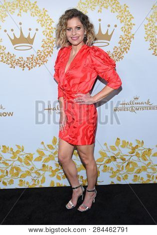 LOS ANGELES - FEB 09:  Candace Cameron Bure arrives for the {Event} on February 09, 2019 in Pasadena, CA