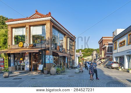 Jeonju, South Korea - September 2018: Local Cafe And Restaurant In Jeonju Hanok Village, Popular Tou