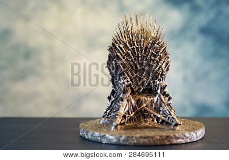Games Of Thrones Hbo Authorized Replica Of The Iron Throne.