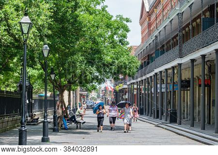New Orleans, Louisiana/usa - 7/8/2020: People Walking And Gathered Along Jackson Square In The Frenc