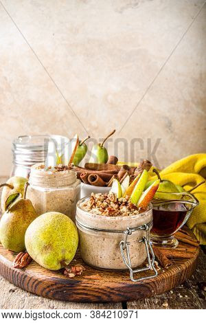 Sweet And Spicy Autumn Breakfast Oats Recipe, Homemade Pear And Cinnamon Overnight Oatmeal With Spic