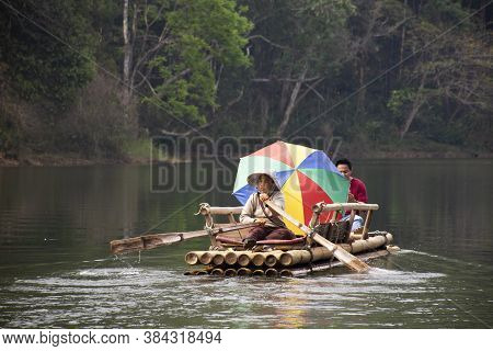 Thai People And Travelers Foreign Travel Visit Rowing Bamboo Rafts In Pang Ung Lake Tour Pang Oung F