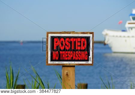 Lewes, Delaware, U.s.a - September 7, 2020 - A Bright Red 'no Trespassing' Sign Posted By The Bay