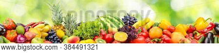 Seamless horizontal pattern fresh and juicy vegetables, fruits and berries on green background.