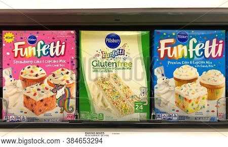 Alameda, Ca - Sept 9, 2020: Grocery Store Shelf With Boxes Of Pillsbury Brand Funfetti Cake Mixes. S