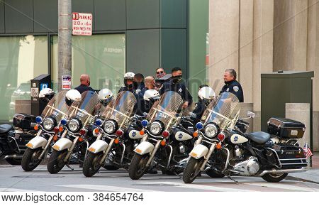 San Francisco, Ca - Sept 5, 2020: Sf Police Standby As A Protesters Protest At The Embarcadero To De