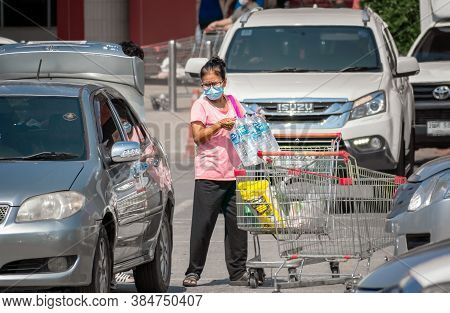 Bangkok, Thailand - September 10: Unnamed Woman Loads Grocery From Shopping Cart To The Car In Parki
