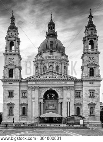 Budapest Hungary August 29 2012 St. Stephen's Basilica Front Full View Monochrome