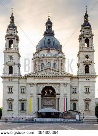 Budapest Hungary August 29 2012 St. Stephen's Basilica Front Full View