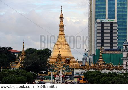 Yangon, Myanmar June 6, 2018: Golden Octagon Of Sula Pagoda Located In The Heart Of Downtown Yangon,