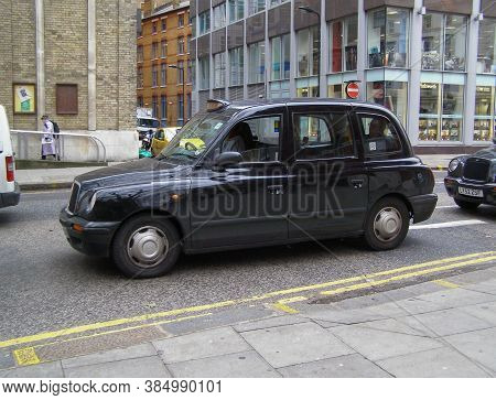London, Uk - Circa November 2009: Black Taxi Cab In A Street Of The City Centre