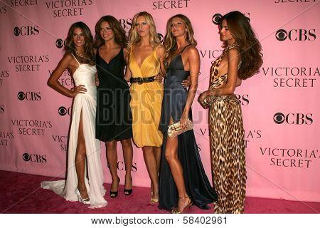LOS ANGELES - NOVEMBER 16: Alessandra Ambrosio, Adriana Lima, Karolina Kurkova, Gisele Bundchen and Izabel Goulart arriving at The Victoria's Secret Fashion Show at Kodak Theater November 16, 2006.