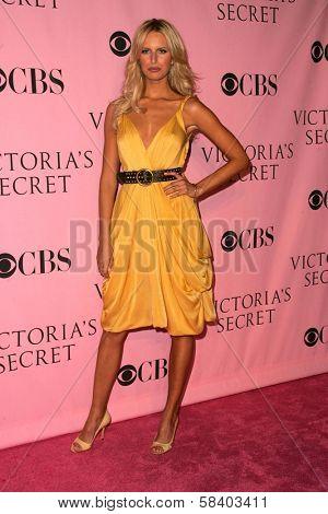 LOS ANGELES - NOVEMBER 16: Karolina Kurkova arriving at The Victoria's Secret Fashion Show at Kodak Theatre on November 16, 2006 in Hollywood, CA.