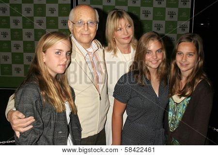 LOS ANGELES - NOVEMBER 08: Norman Lear and family at the 16th Annual Environmental Media Association Awards on November 08, 2006 at Wilshire Ebell Theatre in Los Angeles, CA.