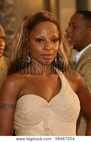 LOS ANGELES - NOVEMBER 21: Mary J. Blige at the 34th Annual American Music Awards at Shrine Auditorium November 21, 2006 in Los Angeles, CA
