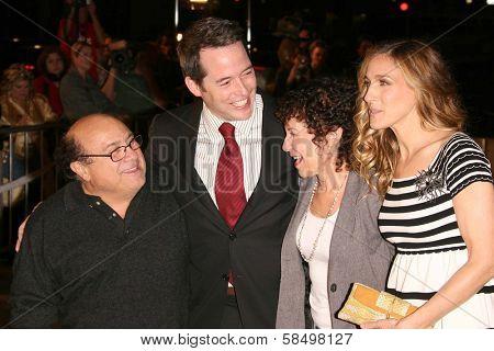 HOLLYWOOD - NOVEMBER 12: Danny DeVito, Matthew Broderick, Rhea Perlman, Sarah Jessica Parker at the world premiere of