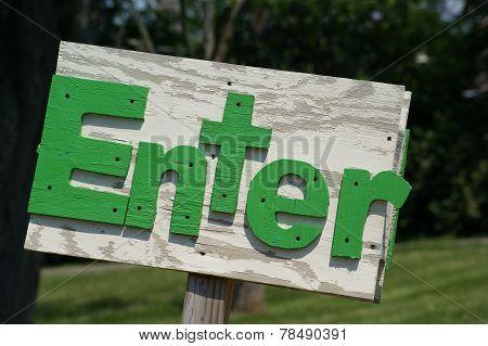 Rustic Enter Sign Green