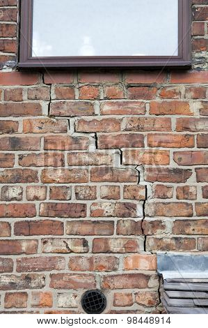 Step Cracking To Brickwork