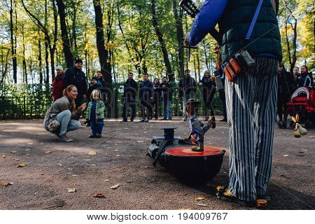 5 october 2013. St Petersburg, Russia. Puppet show in autumn park