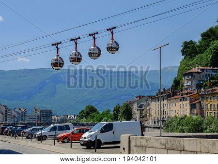 Grenoble-bastille Cable Car (les Bulles)