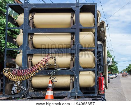 Rack of CNG/NGV gas containers for heavy truck on heavy truck