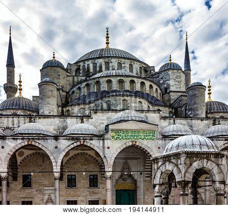 Blue mosque Sultanahmet in Istanbul city, Turkey