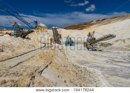 Extraction Of Clay Refractory In The Clay Quarry