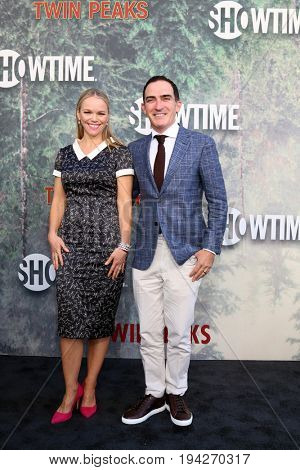 LOS ANGELES - MAY 19:  Lauren Bowles, Patrick Fischler at the