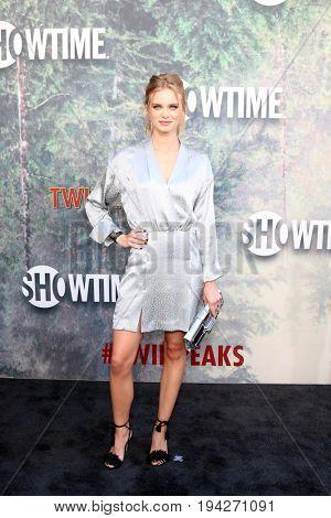LOS ANGELES - MAY 19:  Sara Paxton at the