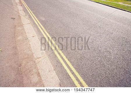 Double yellow line on London street