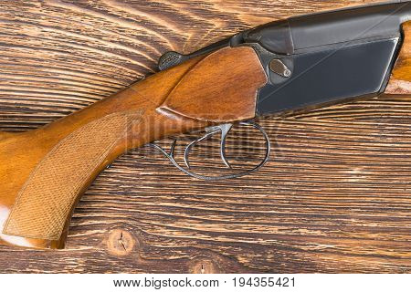 The wooden butt from the old gun lies on the table